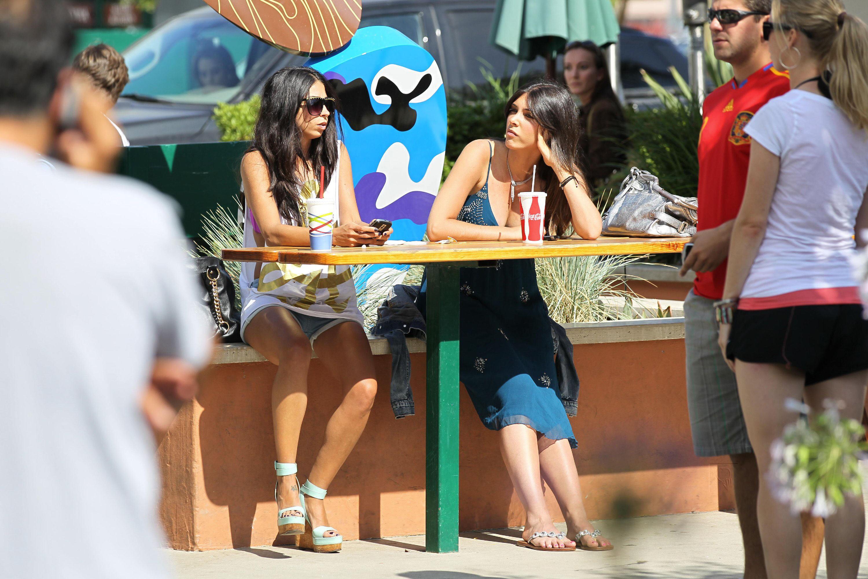 22447_celebrity_paradise.com_TheElder_BrittnyGastineau2010_07_04_MalibuCountryMart10_122_571lo.jpg