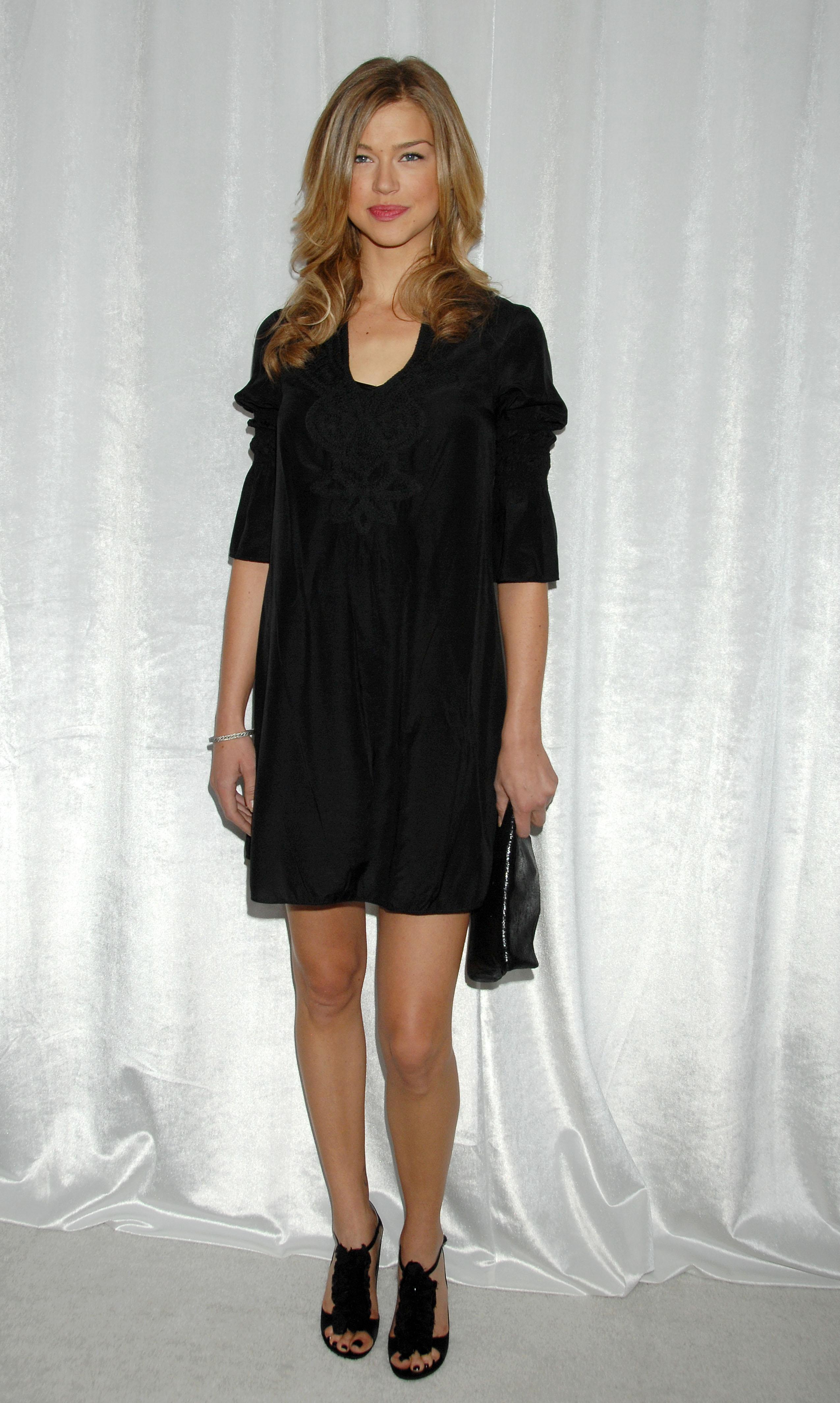 62915_Celebutopia-Adrianne_Palicki-8th_Annual_Awards_Season_Diamond_Fashion_Show_Preview-04_122_881lo.jpg