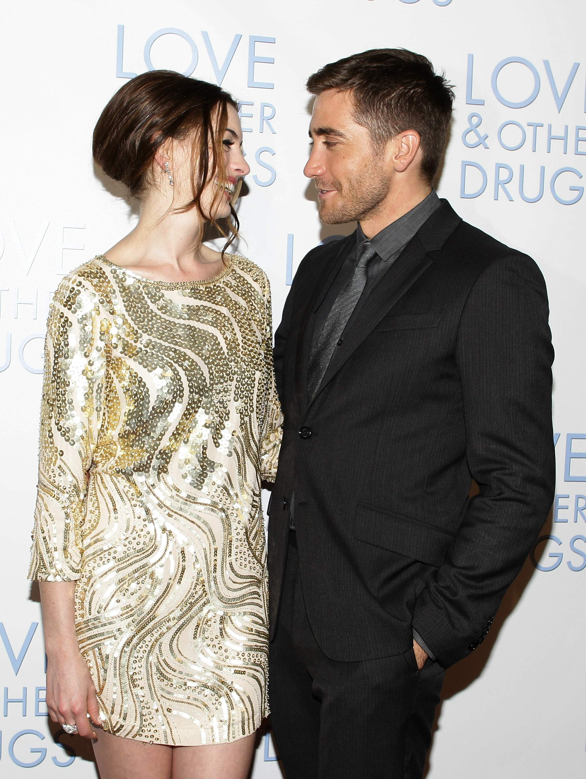 21864_Anne_Hathaway_Love_And_Other_Drugs_Sydney_Premiere_015_122_514lo.jpg