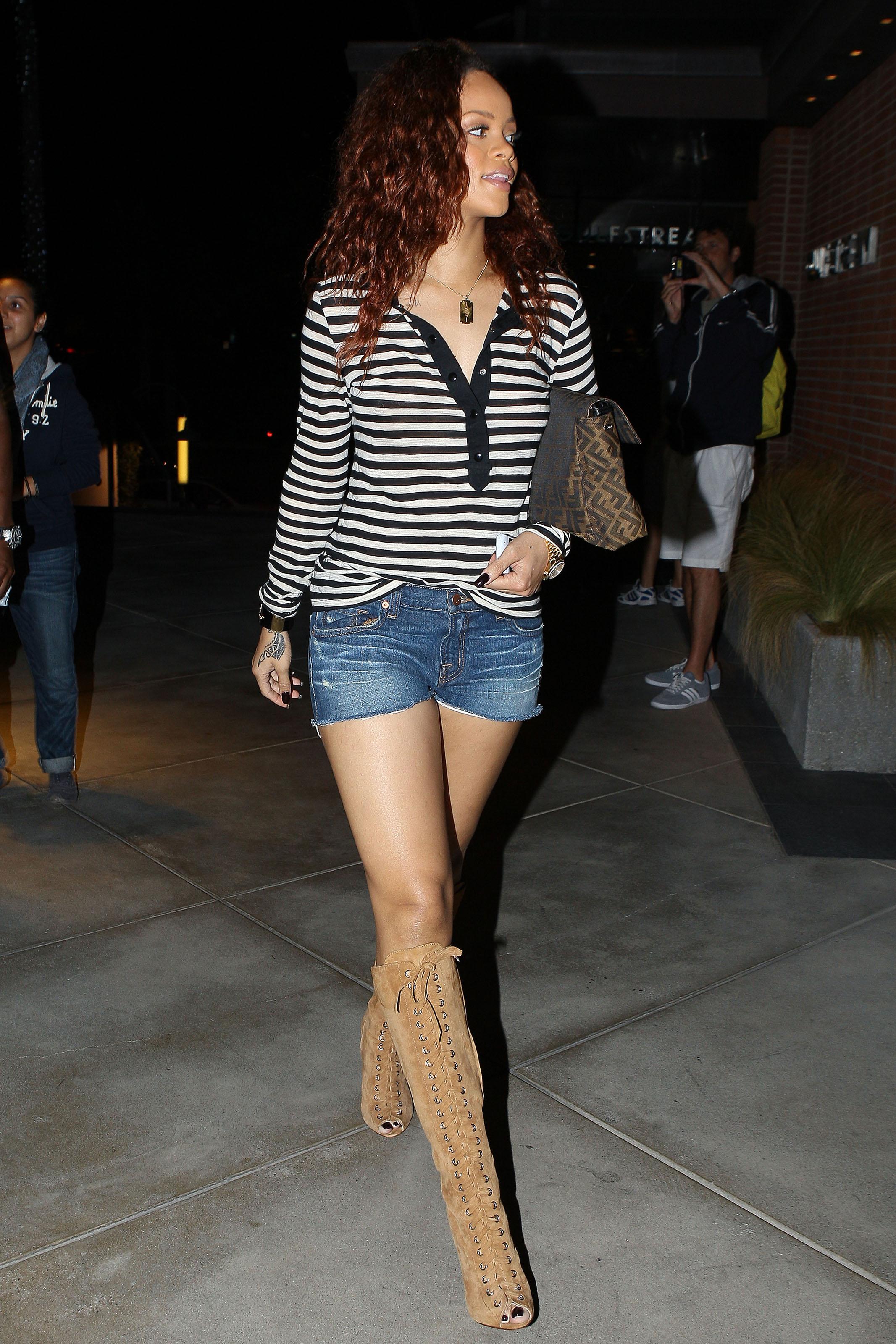 25606_Rihanna12_123_545lo.jpg