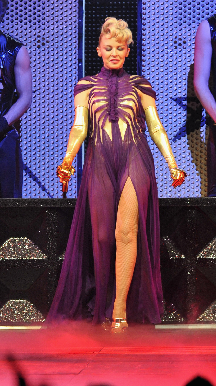 17166_Kylie_Minogue_KylieX2008_Performance_050608_032_122_677lo.jpg