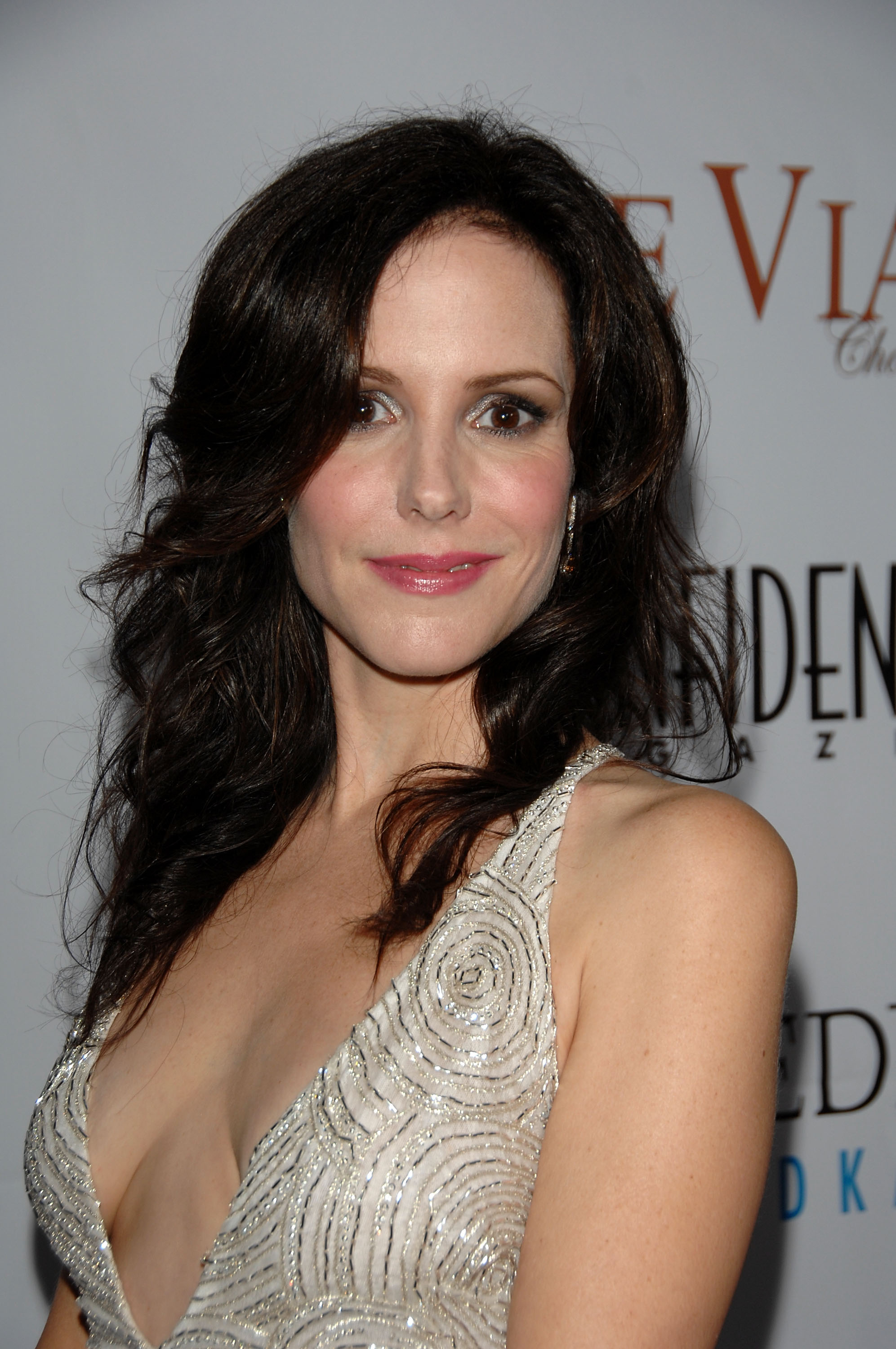 91517_Celebutopia-Mary-Louise_Parker-Los_Angeles_Confidential_Magazine3s_Pre-Emmy_Party-03_122_755lo.jpg