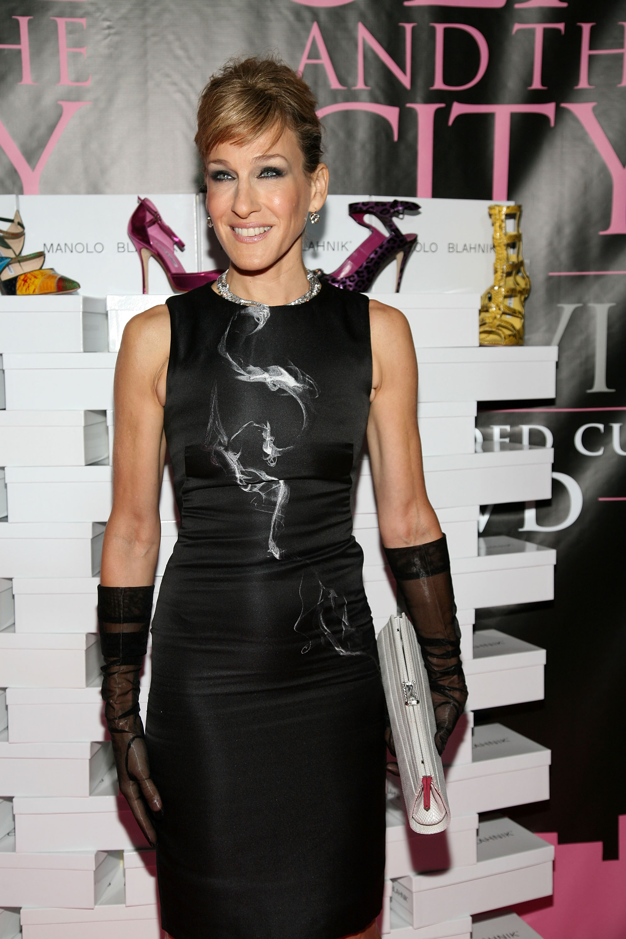 03853_Celebutopia-Sarah_Jessica_Parker-Sex_and_the_City_The_Movie_DVD_launch_in_New_York_City-01_122_763lo.jpg