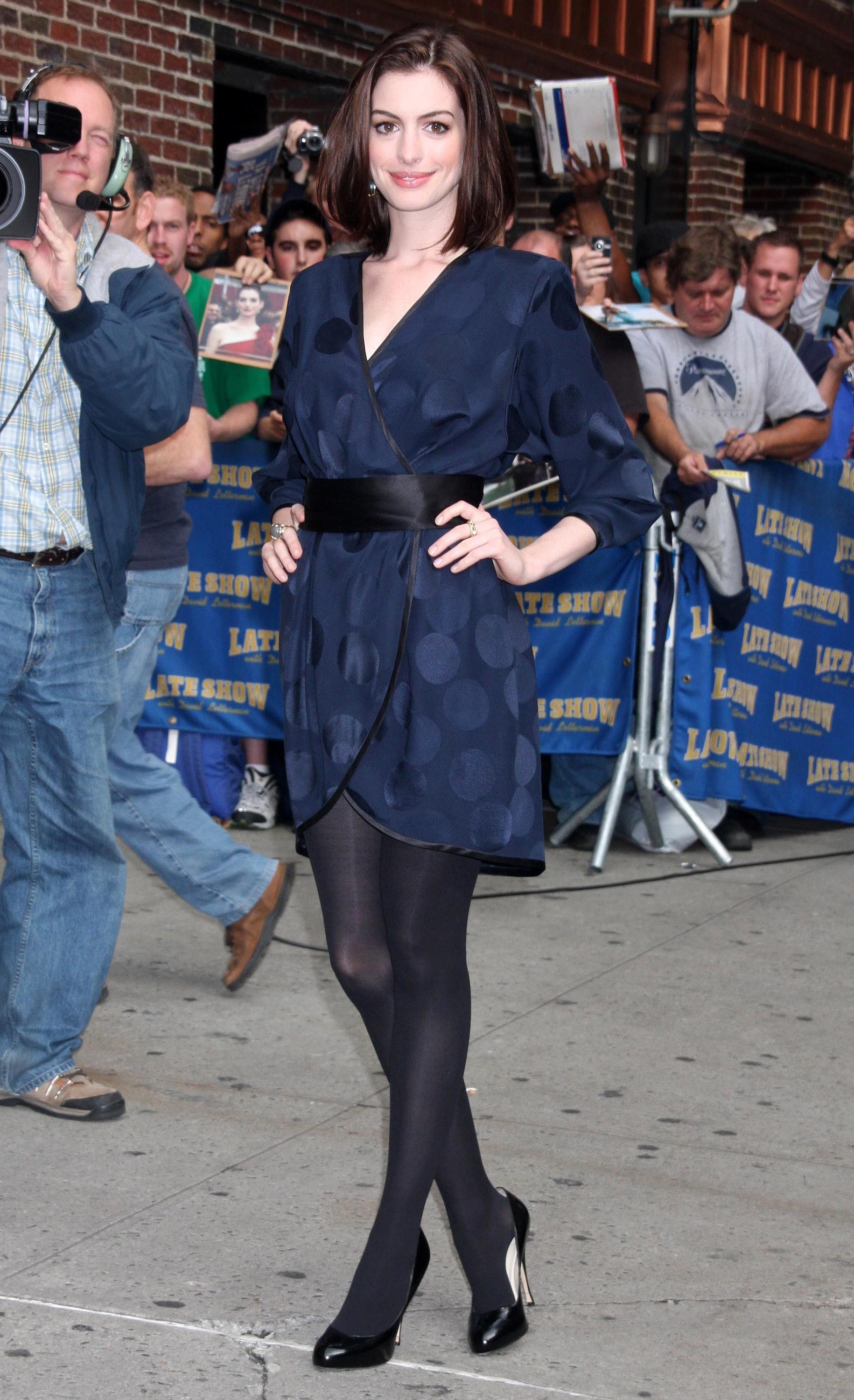 46675_Anne_Hathaway_2008-09-30_-_visits_the_Late_Show_with_David_Letterman_474_122_820lo.jpg