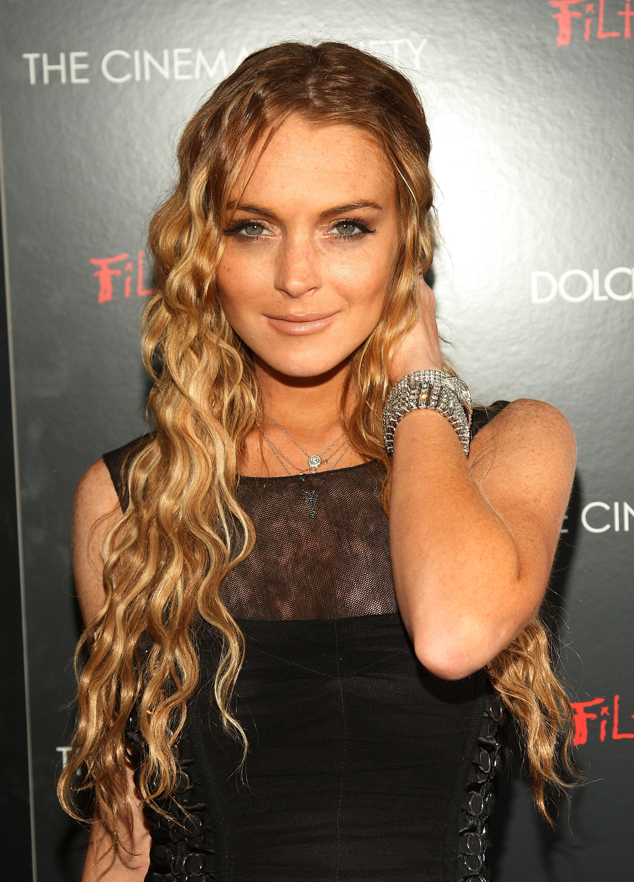 82014_Celebutopia-Lindsay_Lohan-Screening_of_Filth_and_Wisdom_in_New_York_City-09_122_998lo.jpg