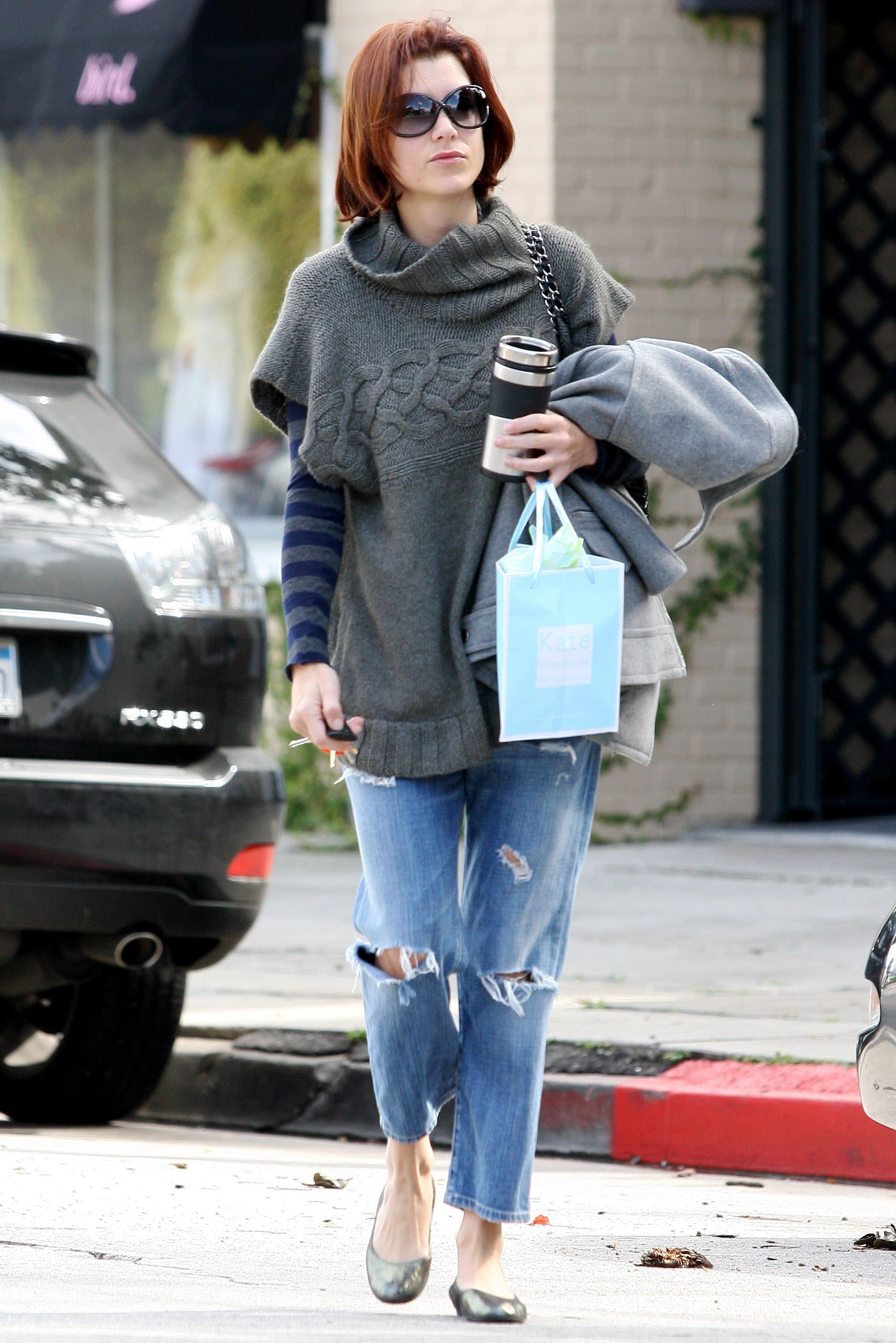 10848_Celebutopia-Kate_Walsh_with_ripped_jeans_in_Hollywood-09_122_1059lo.JPG