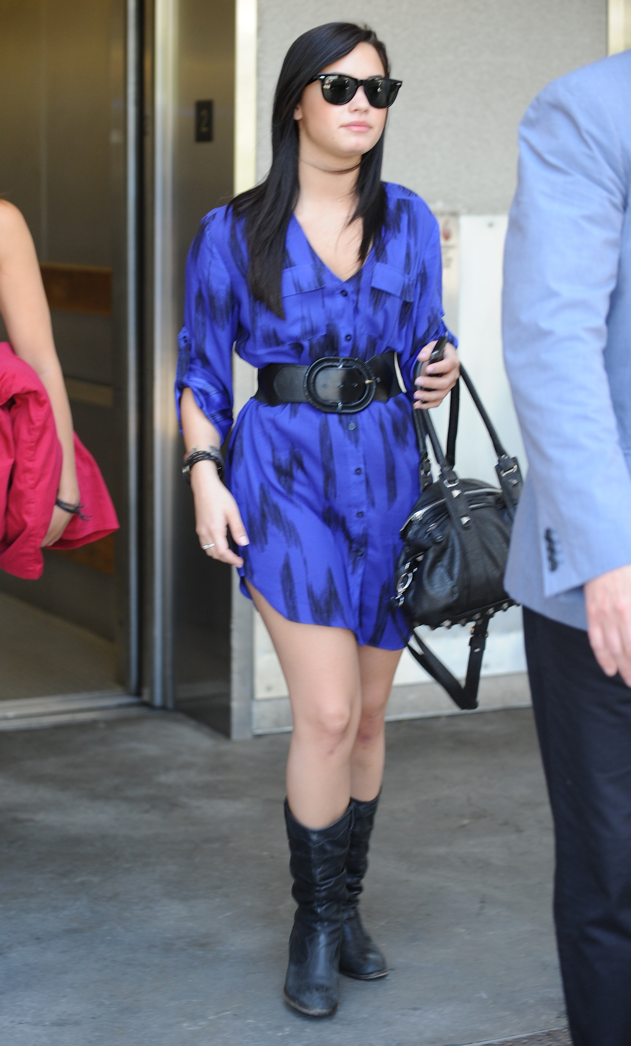 51290_Demi_Lovato_arrives_into_LAX_Airport_002_122_231lo.jpg