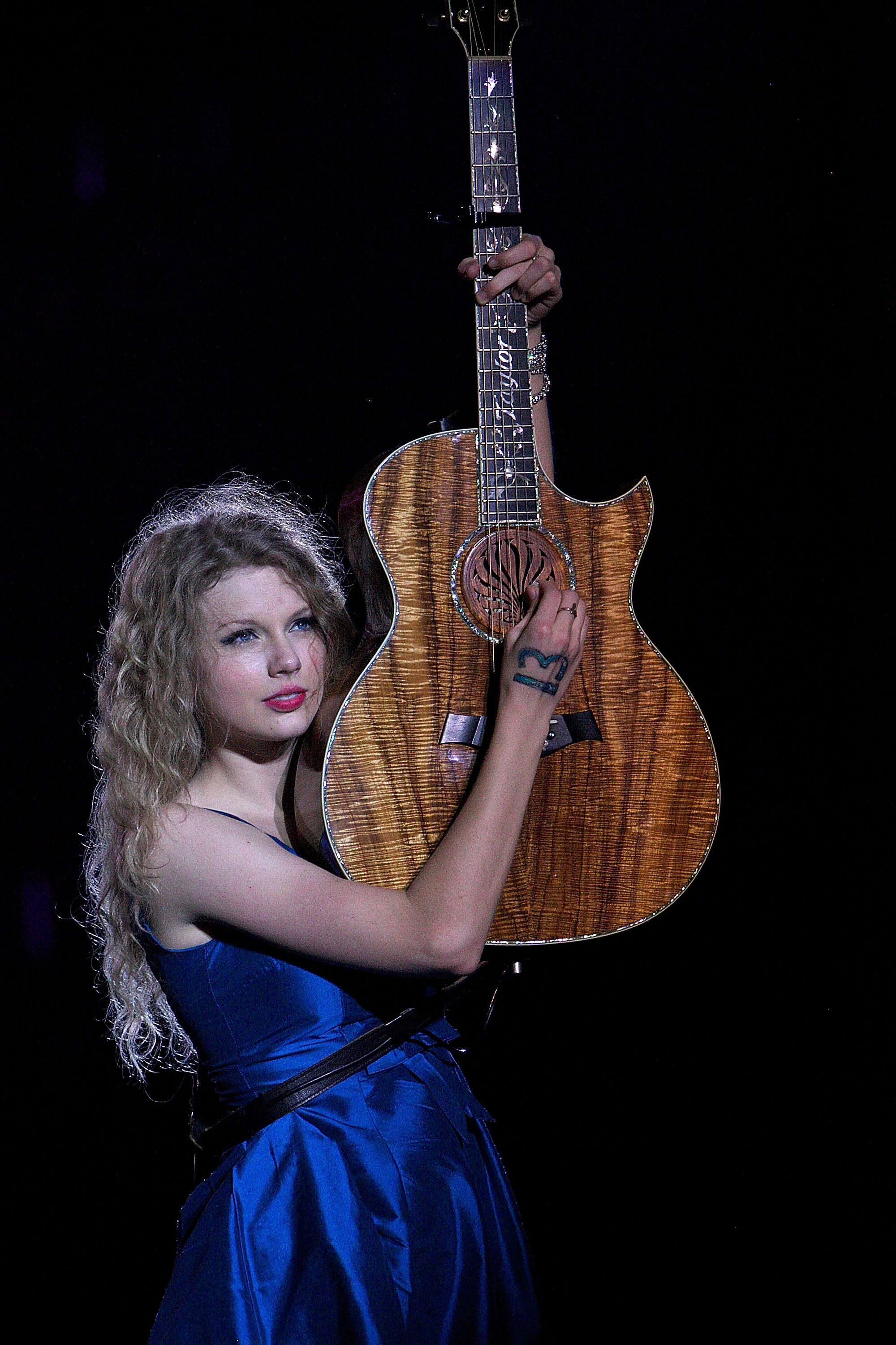 32682_Taylor_swift_performs_her_Fearless_Tour_at_Tiger_Stadium_039_122_429lo.jpg