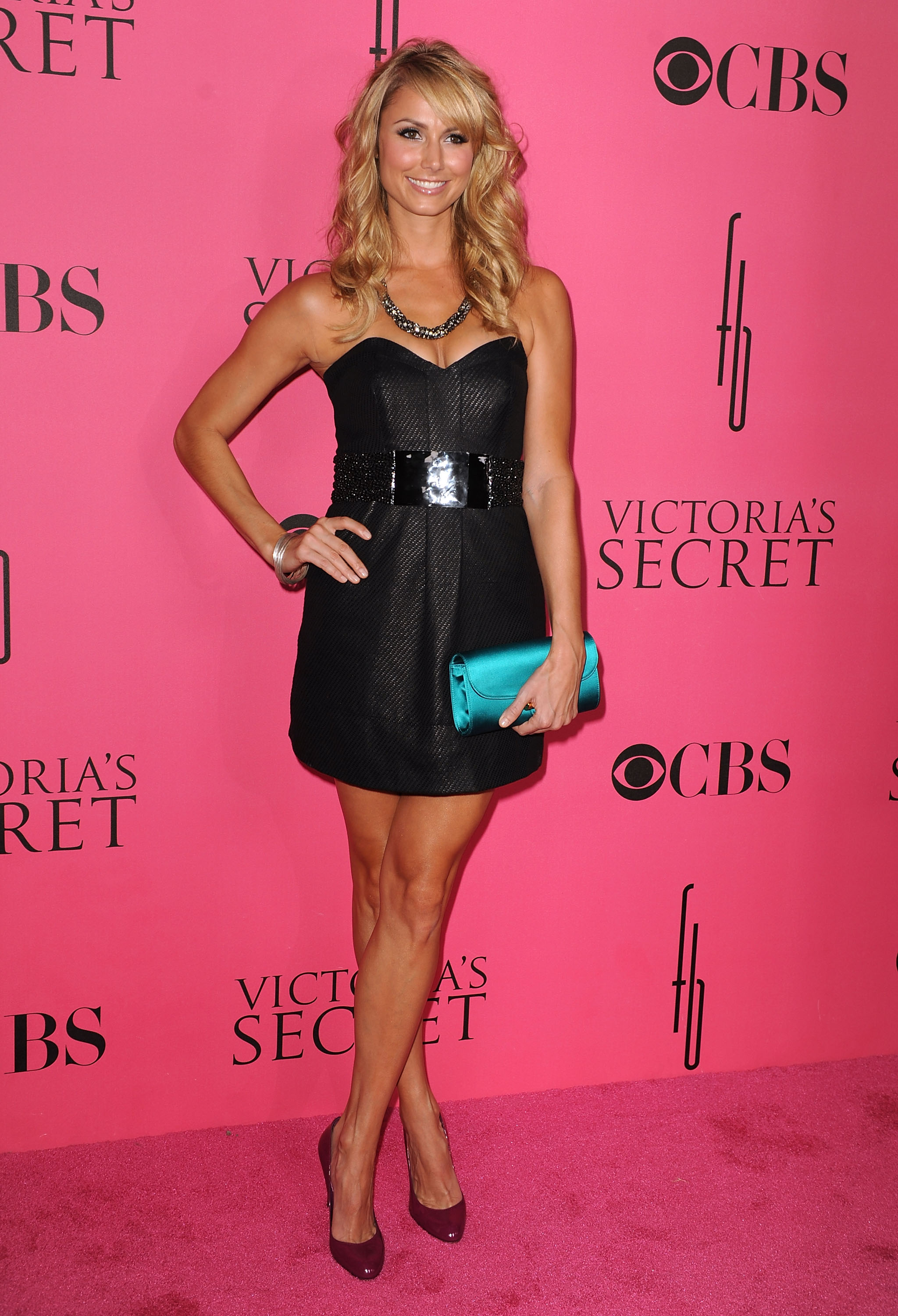 36916_Celebutopia-Stacy_Keibler_arrives_at_the_2008_Victoria8s_Secret_Fashion_Show-01_122_972lo.jpg
