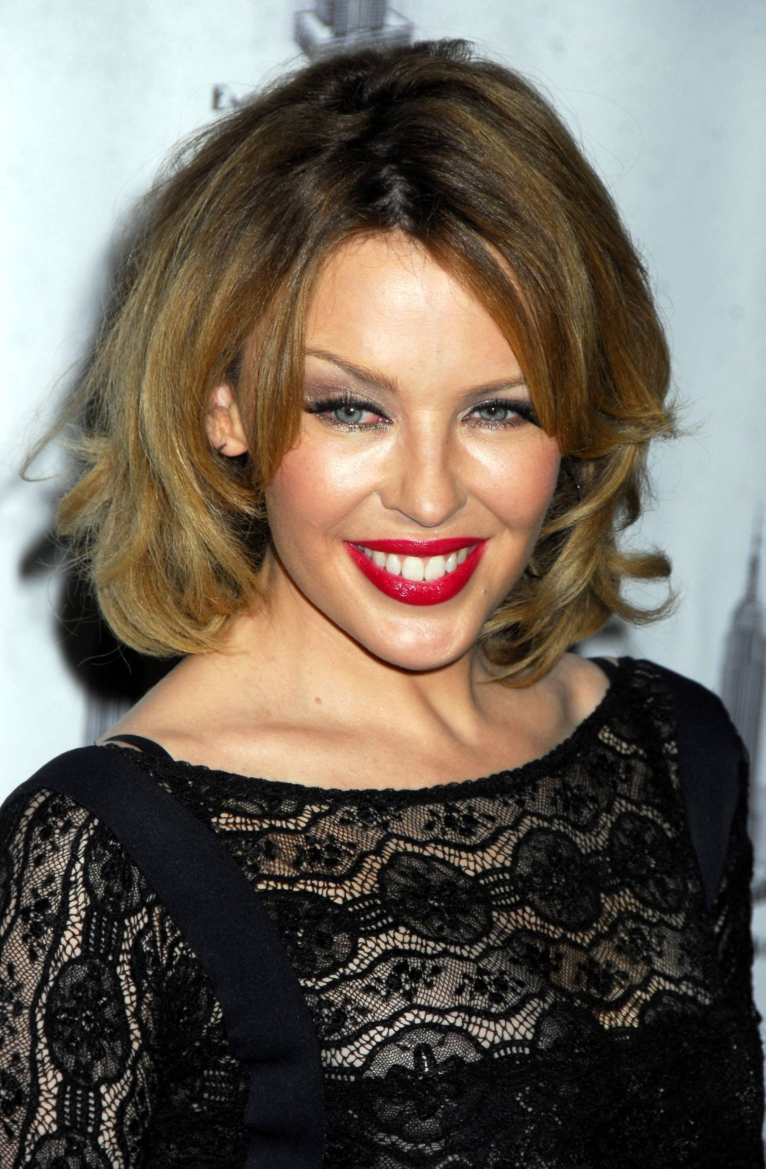 25358_Celebutopia-Kylie_Minogue_lights_The_Empire_State_Building-12_122_519lo.jpg