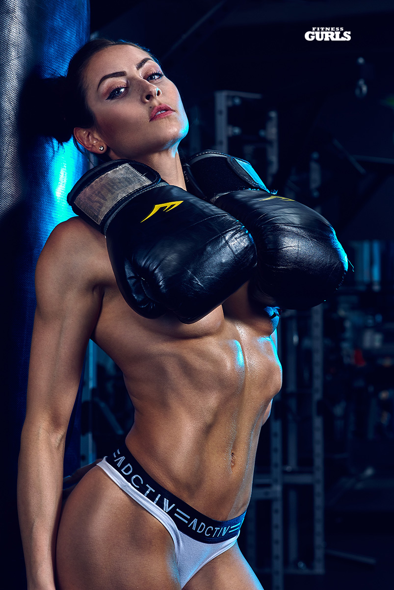 678162011_stephanie_marie_fitness_gurls_01_122_522lo.jpg