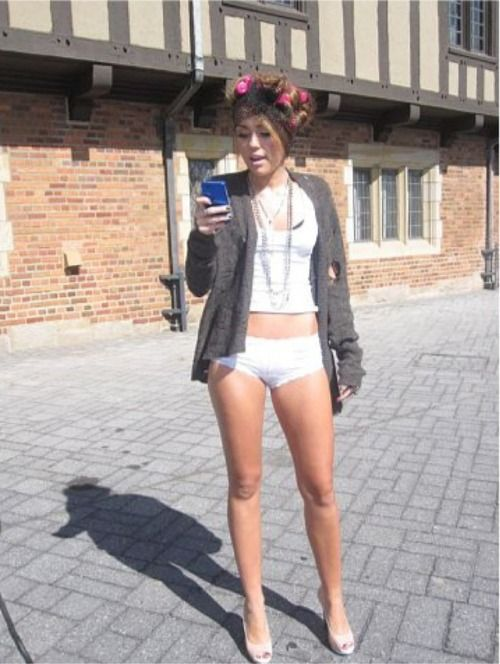 168798291_miley_cyrus_in_her_panties_who_owns_my_heart_set_pic__ChkWGSm_122_541lo.jpg