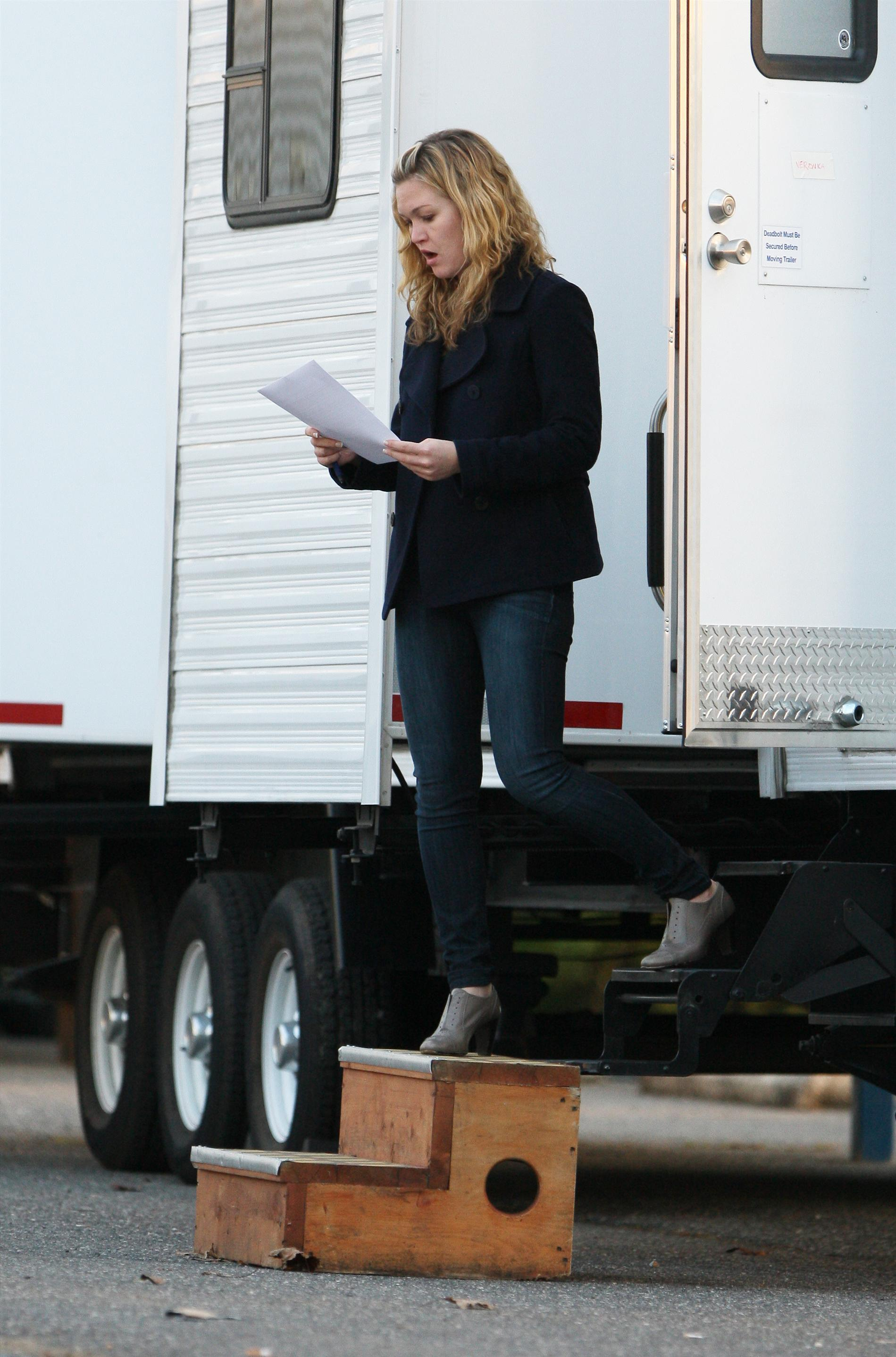 898302458_Julia_Stiles_on_the_set_of_The_Silver_Linings_Playbook1_122_596lo.jpg