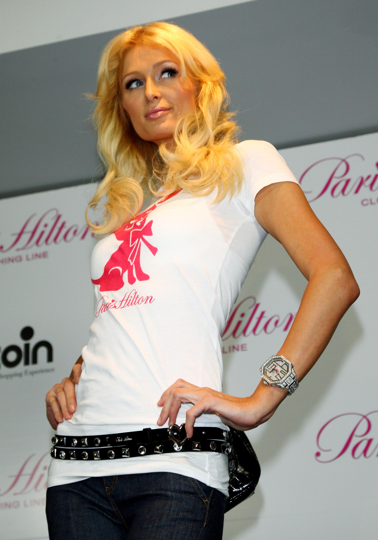 11345_Celebutopia-Paris_Hilton-Launch_of_Paris_Hilton_clothing_line-07_122_80lo.jpg