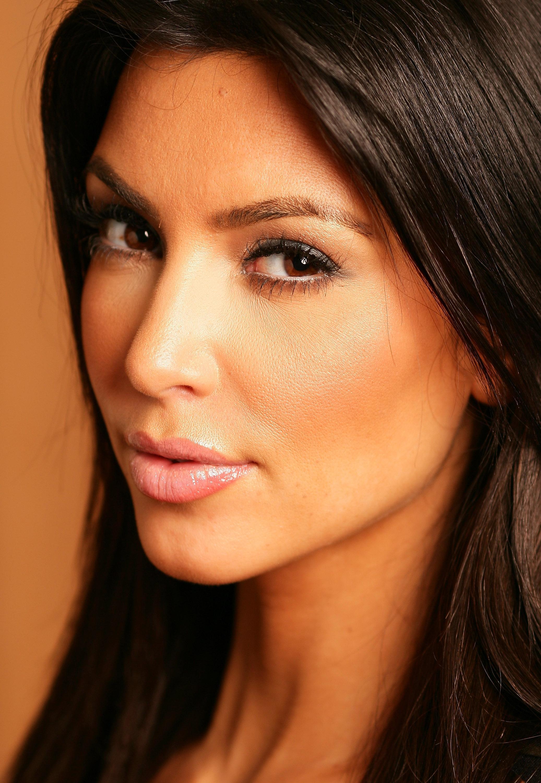 74844_Kim_Kardashian_portait_session_sydney_9_122_108lo.jpg