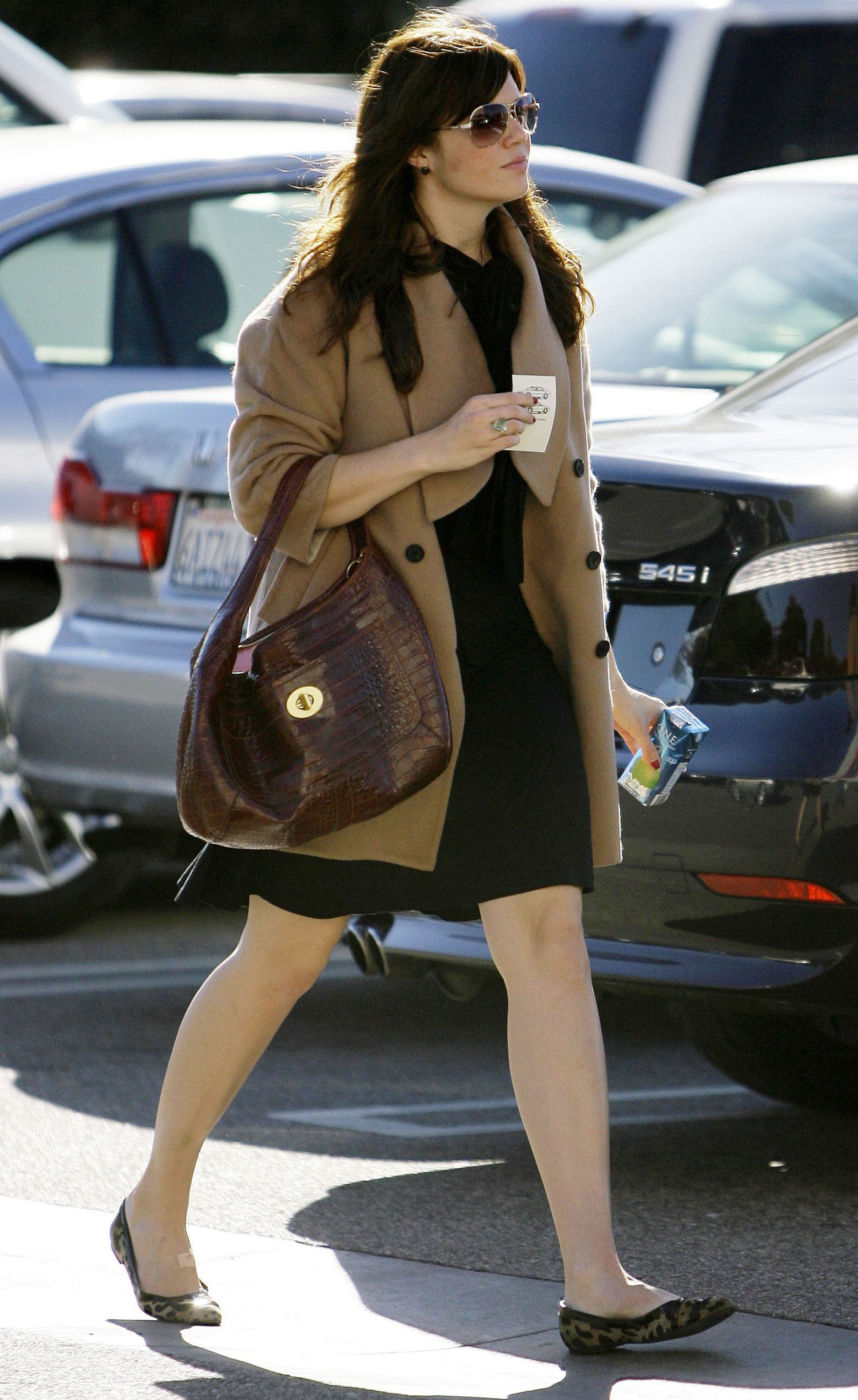 68057_celeb-city.eu_Mandy_Moore_out_and_about_in_West_Hollywood_10.12.2007_26_122_1196lo.jpg