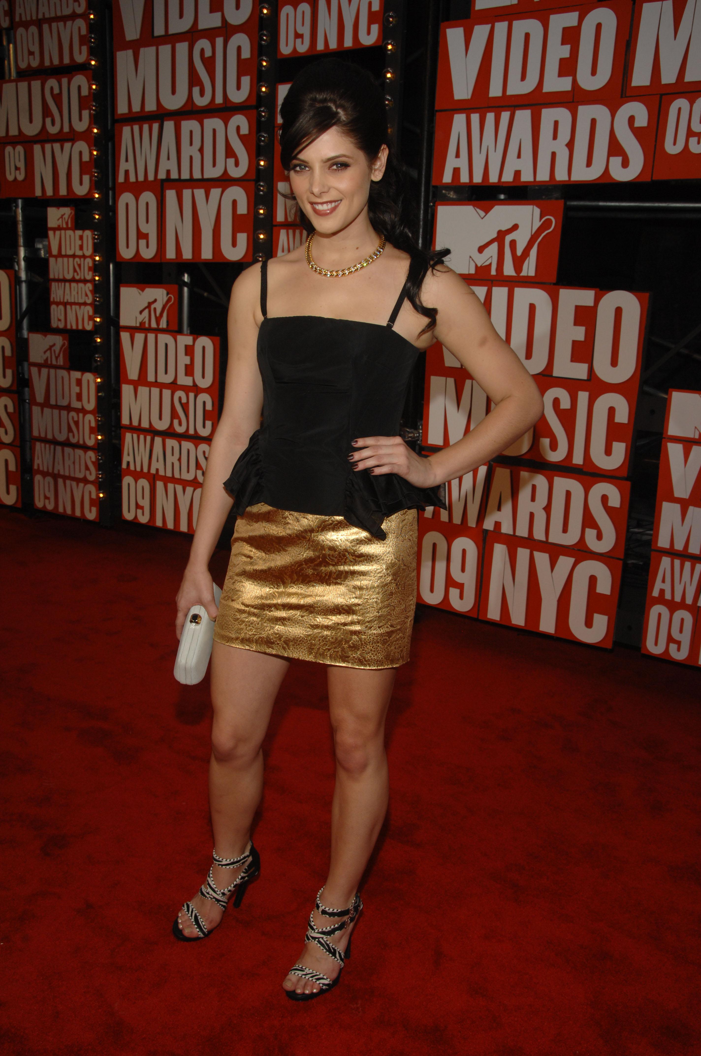 86534_celebrity-paradise.com-The_Elder-Ashley_Greene_2009-09-13_-_MTV_Video_Music_Awards_2009_122_374lo.jpg