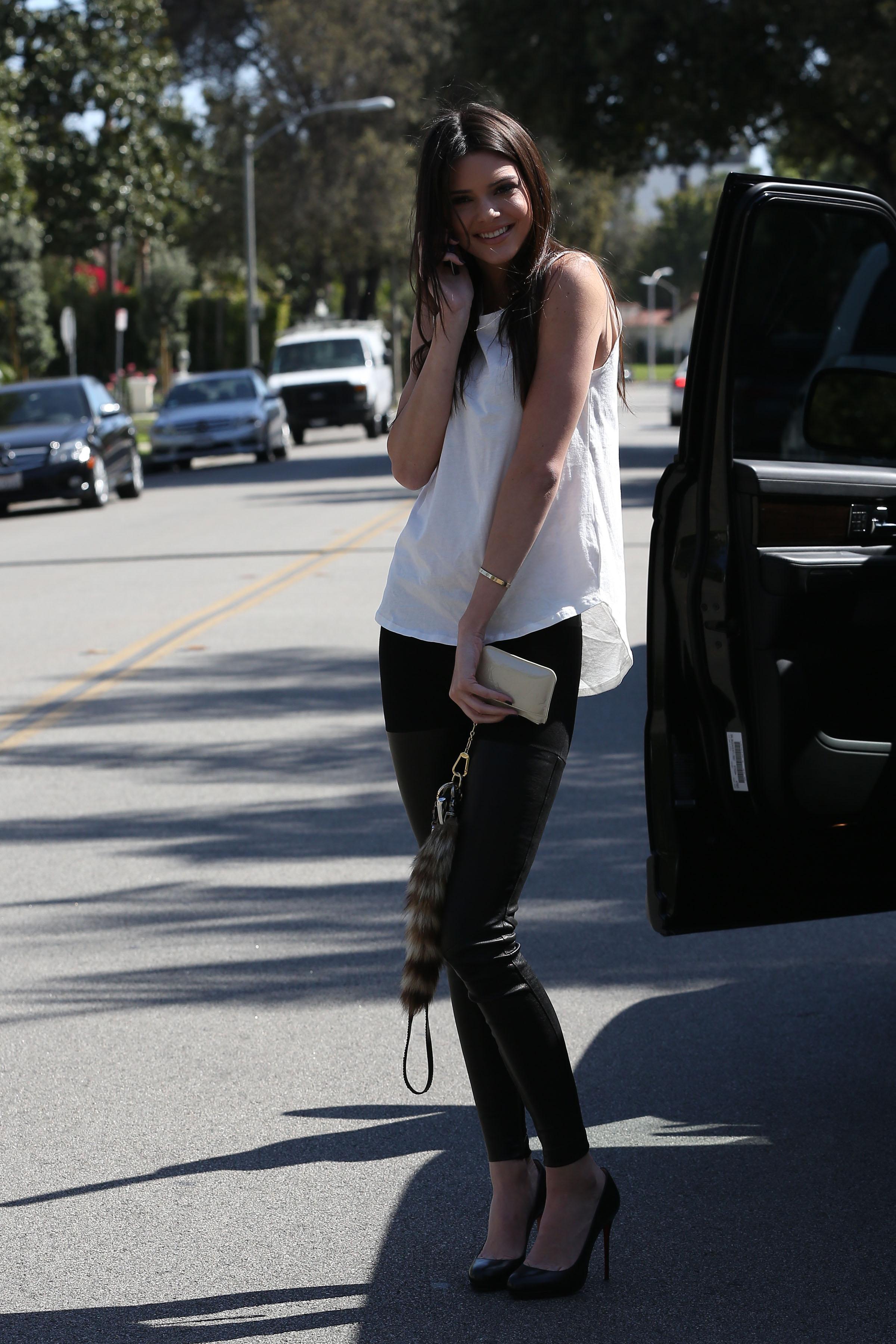42325_Kendall_Jenner_LosAngelesApril112013_J0001_002_122_58lo.jpg