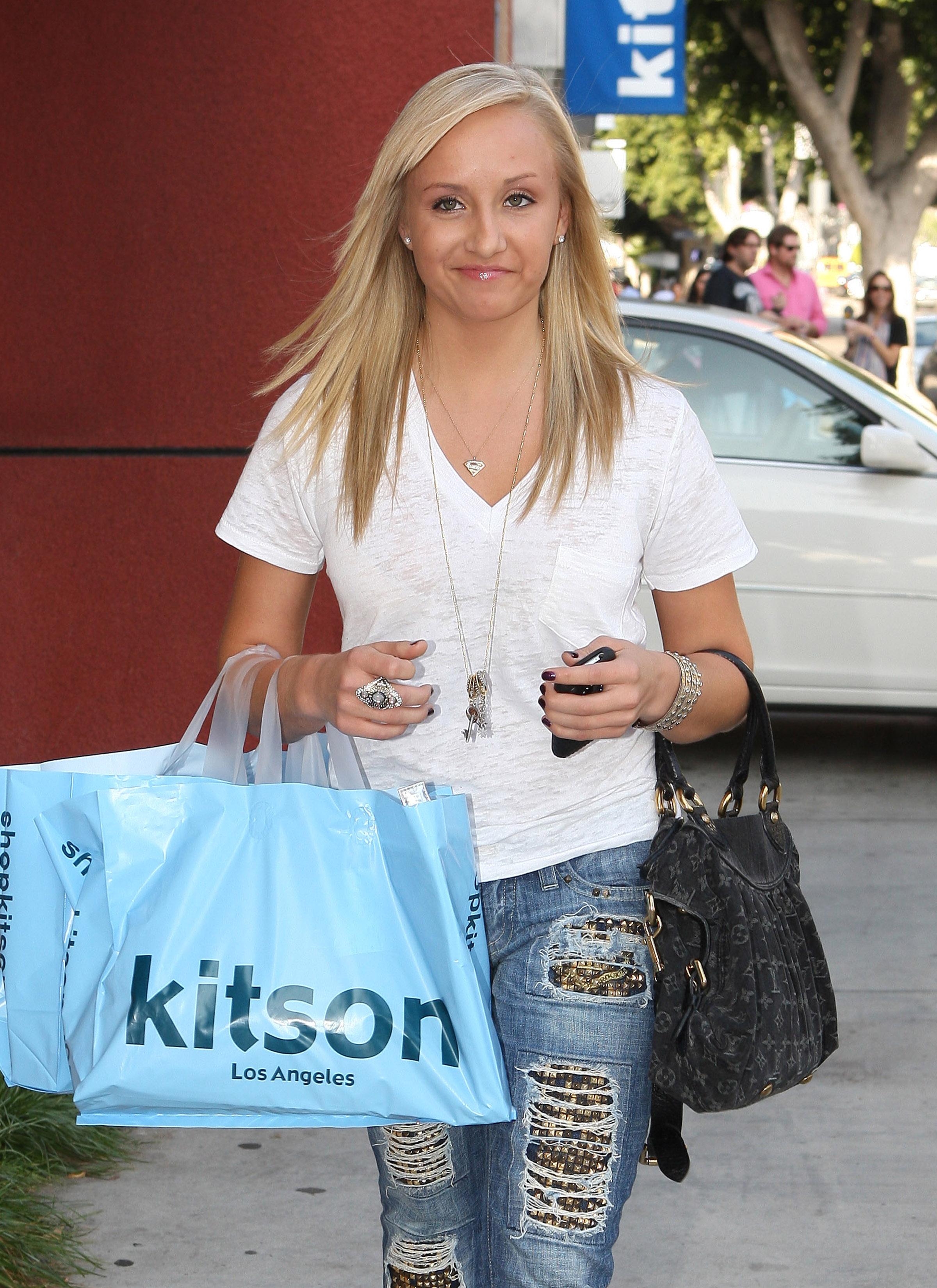 120536396_nastia_liukin_shopping_at_kitson_CFF_012_122_191lo.jpg